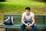 見つめてくる男性心理とは?好意を持つ女の子に見せる態度5つ