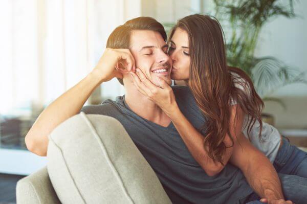 女の子からのキスは効果抜群!男性の心を掴むテクニック
