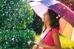 【雨の日デート】こういうコーデは嫌われる!NGファッションとは?