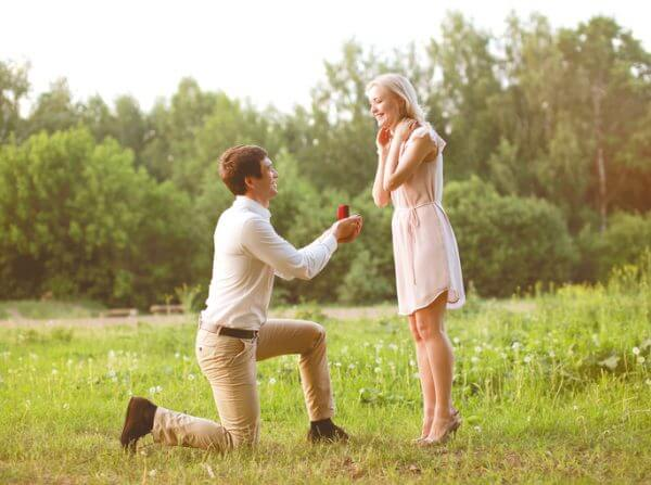 <男性向け>高嶺の花とは。高嶺の花の女性を落とす方法