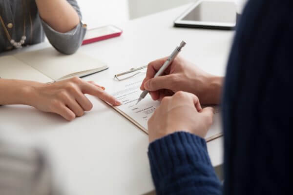 プロフィールカードの書き方が婚活の明暗を分ける! 記入する際の注意点とは?