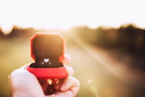 眞子さまご婚約! 婚約から結婚に必要なお金っていくらくらいかかるの?