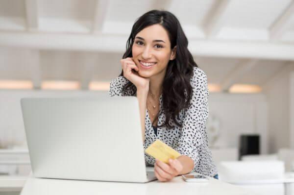 よく笑う女性を見たときの男性心理6パターン&理想的な笑い方