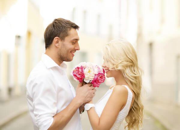 <男性向け>紳士的な男性の特徴を知り、女性がキュンとするモテ男を目指す!