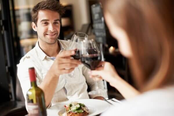 婚活パーティーで知り合った男性と食事をした後、好感を持たれるお礼メールとは?