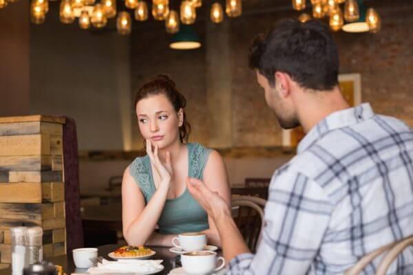 女性の「話しかけてほしい」サインを街コンで見抜く方法とは?