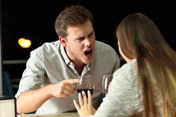 街コンで出会う上から目線の男性には気をつけて! 付き合わないほうがよい理由