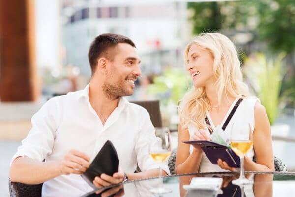 食事で割り勘はあり? なし? 婚活で知り合った男性とのデート!