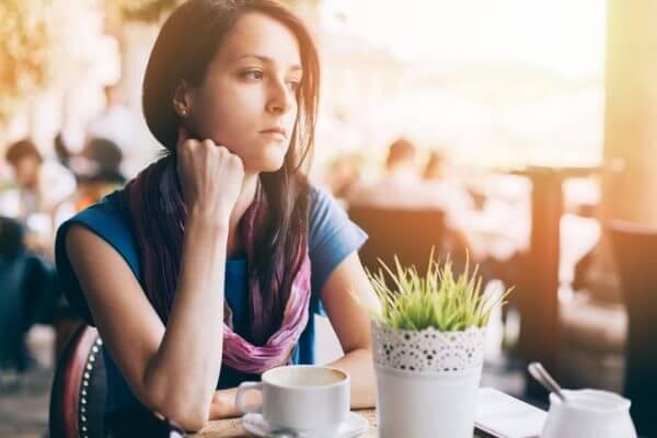 男性から話しかけられない、次につながらない……街コンでモテない女の子の特徴とは?