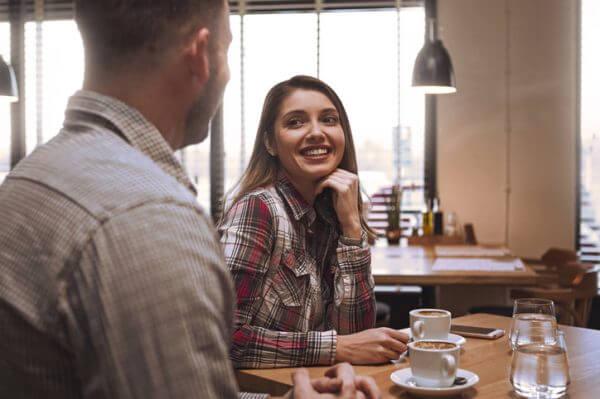 <男性向け>女性の心理が知りたい! 街コンに参加する女性が送りがちな好意のサインやモテる会話例