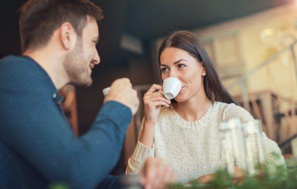 男性が本気で好きな女性にとる態度とは?