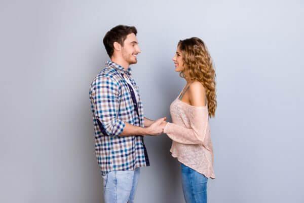 素敵な出会いを求めている人必見! 恋活・婚活アプリのご紹介