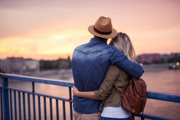 【トイアンナ】パーソナルスペースが広いと恋愛で不利? 人と触れるのが苦手でも恋ができる方法