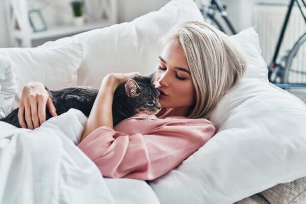 <男性向け>猫系女子の特徴と魅力とは? 猫系女子の落とし方、街コンなどでの出会い方