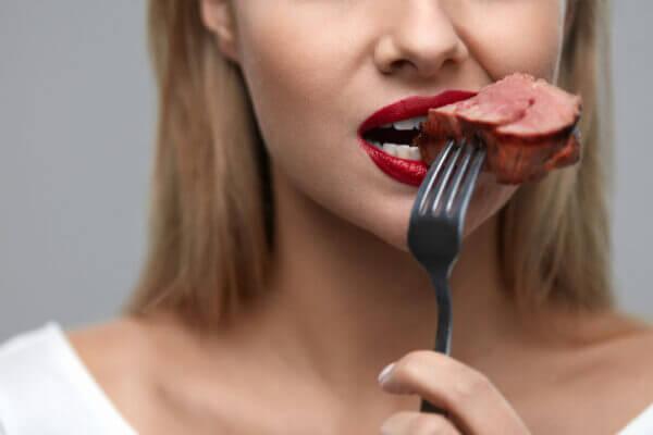 肉食女子の特徴は? 付き合うメリットや付き合い方・出会い方
