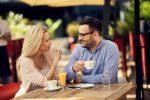 女性が目を見て話す時の心理とは。街コンなどの出会いの場で脈ありの見極め方