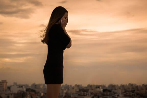 「寂しい」「助けて」は心のSOS! つらい孤独を解消する方法を紹介