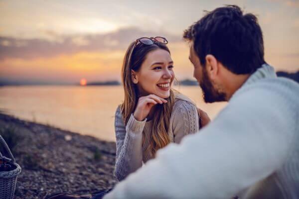 マッチングアプリの料金比較! 結婚したいなら課金するべき?
