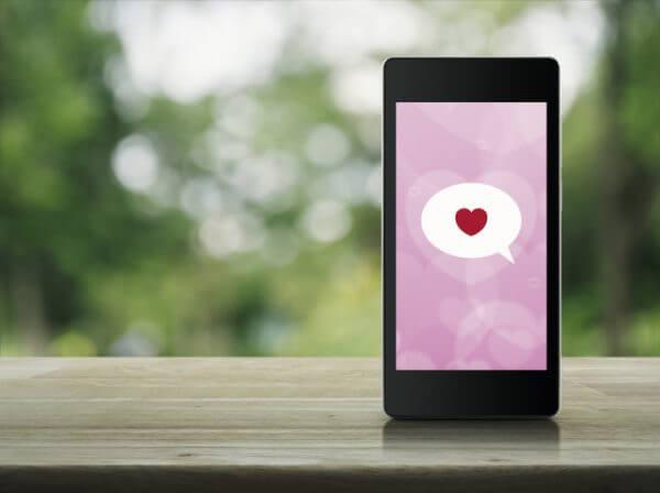 マッチングアプリで印象UPのメッセージ返信テクニック4選!