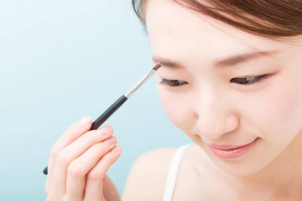 【プロが教える】眉毛をキレイに描く方法